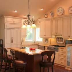 Kleber-Traditional-Painted-Kitchen-004-1024x575